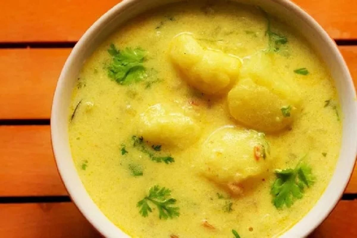 Dahi Aloo Recipe made with boiled potatoes curd and spices in chaitra navratri 2021 vrat pur